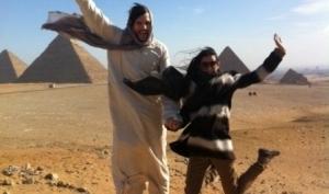 Эштон Катчер и Деми Мур в Египте