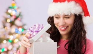 Как не ошибиться с выбором новогоднего подарка для женщины