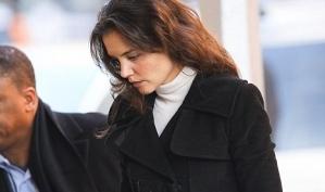 Кэти Холмс расплакалась, покупая утягивающее бельё