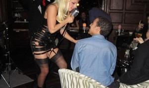 Леди Гага в Нью-Йорке показала, как НЕ надо пользоваться пудрой