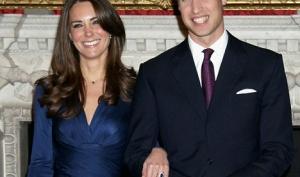 Клоны Кейт Миддлтон позировали у Букингемского дворца