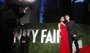 Джастин Бибер и его девушка Селена Гомес показали свои чувства