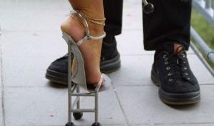 Умственные способности женщин зависят от высоты каблуков