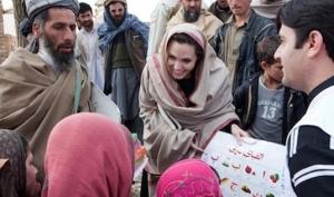 Анджелина Джоли призывает помочь беженцам из Ливии