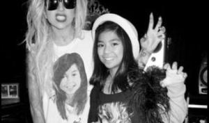 Леди Гага пригласила поклонницу на концерт