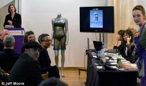 Прозрачное платье Кейт Миддлтон продано с аукциона