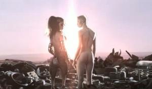 Кэти Перри разделась для нового видео E.T
