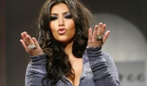 Ким Кардашян носит утягивающее бельё и не стесняется этого