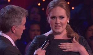 Адель не смогла петь из-за проблем с голосом
