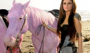 Селена Гомес уберёт розовых лошадок из своего видео