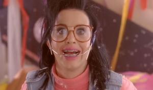 В новом тизере видео Last Friday Night Кэти Перри обнажила грудь и заболела раздвоением личности