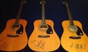 Джастин Бибер подарил гитары с автографом сыновьям Дэвида и Виктории Бекхэм