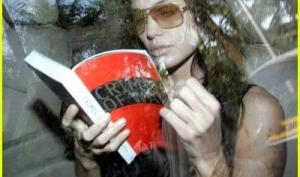 Анджелина Джоли напишет автобиографию