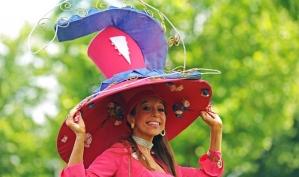 В Женский день Королевские скачки захватил безумный шляпник