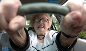 Детям безопаснее ездить с бабушками и дедушками, чем с родителями