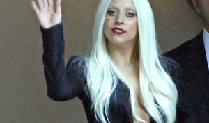 Леди Гага пишет записки полиции