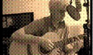 Том Фелтон запел