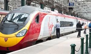 Анджелина Джоли и Брэд Питт арендовали поезд для поездки в Шотландию