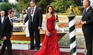 Синди Кроуфорд стала звездой открытия Венецианского кинофестиваля