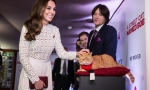 Кейт Миддлтон на премьере фильма пообщалась с котом
