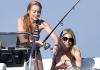 Беременная Линдси Лохан веселится с подругами на яхте
